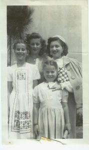07 Clara with her girls